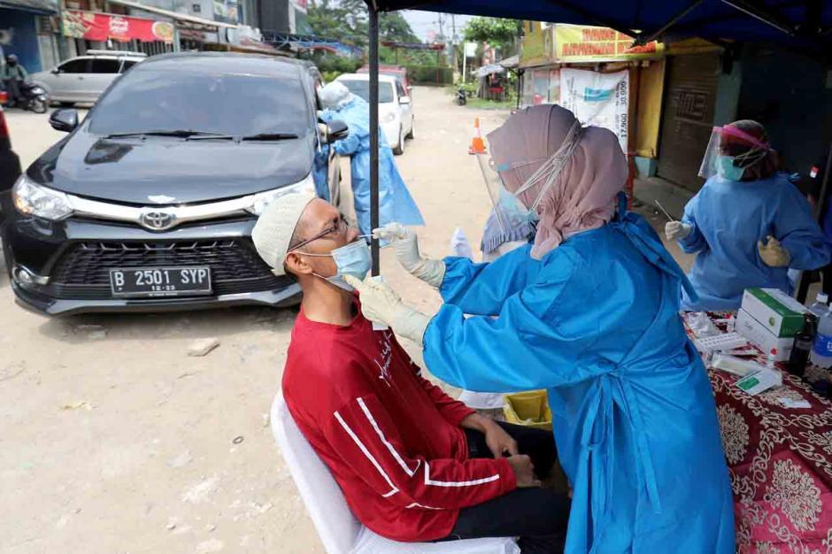Tak Miliki Surat Bebas Covid-19, Pengendara Jalani Swab Tes Antigen Gratis di Pos Penyekatan Bojongsari-4