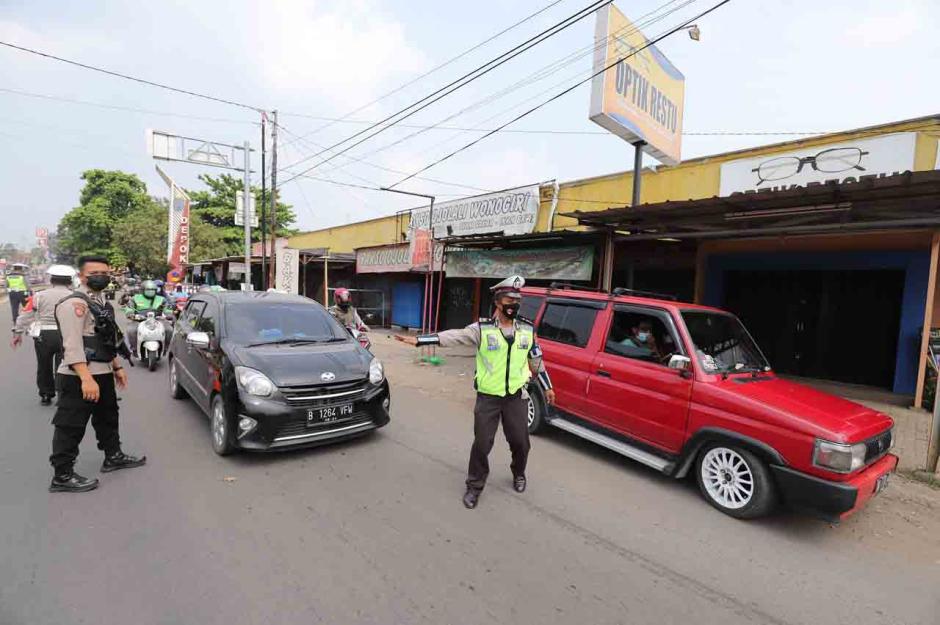 Penyekatan Arus Balik di Jalan Raya Parung-Ciputat-2