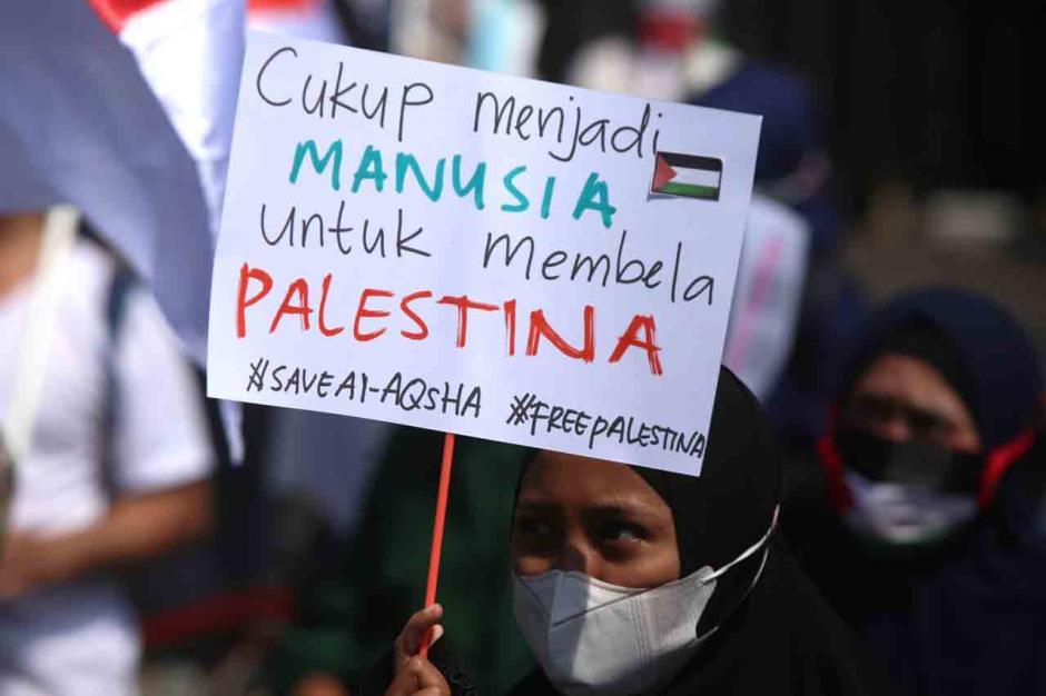 Bela Palestina, Massa Injak-Injak Bendera Israel di Surabaya-3