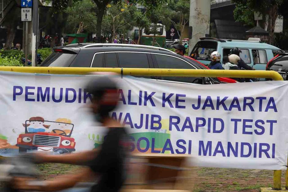 Ramai Spanduk Tolak Pemudik di Jakarta-2