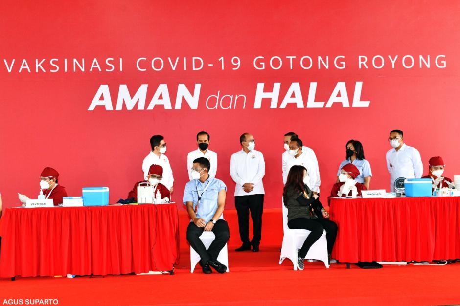 Jokowi Tinjau Pelaksanaan Vaksinasi Gotong Royong di Cikarang-0