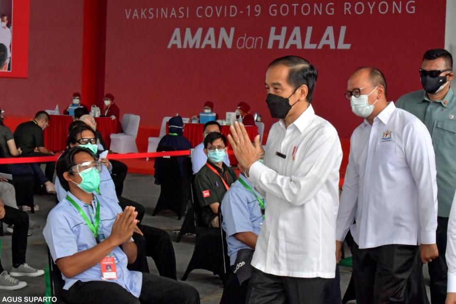 Jokowi Tinjau Pelaksanaan Vaksinasi Gotong Royong di Cikarang-3