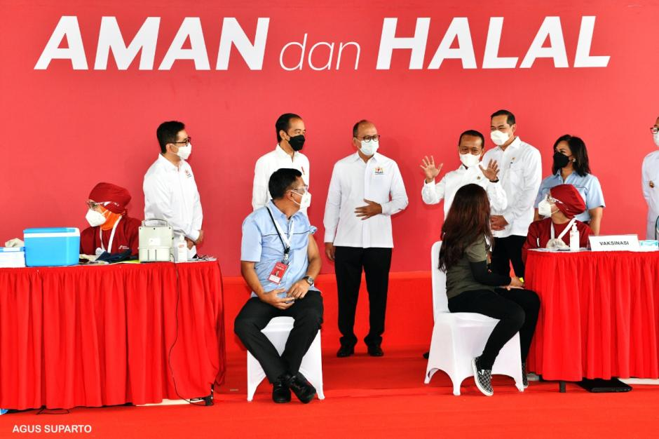 Jokowi Tinjau Pelaksanaan Vaksinasi Gotong Royong di Cikarang-1