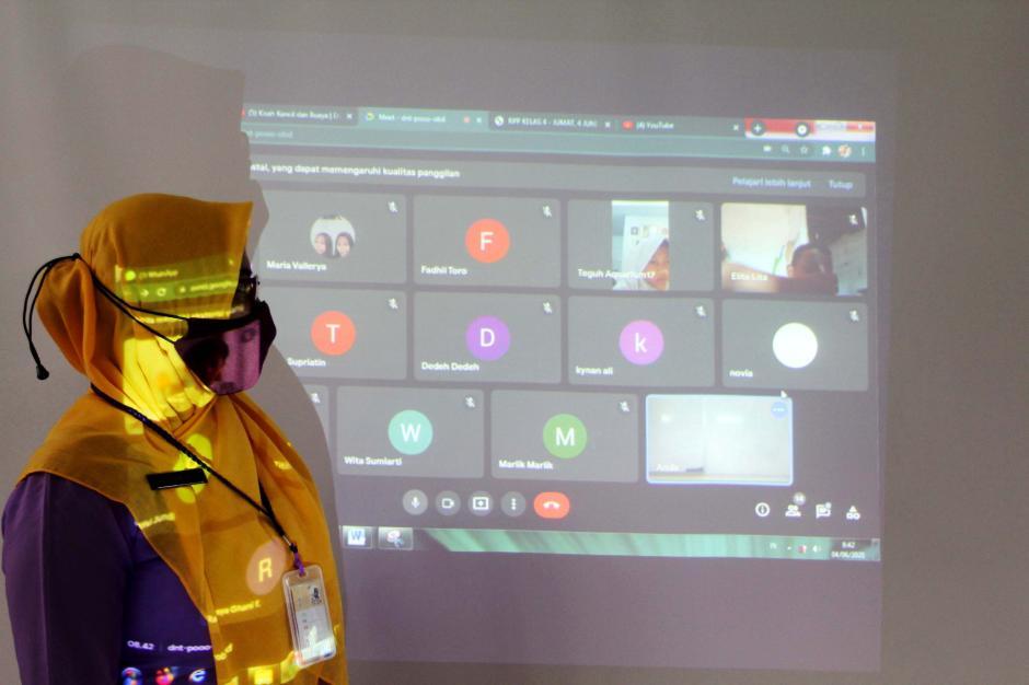 Kegiatan Belajar Tatap Muka dan Online Secara Bersamaan-2