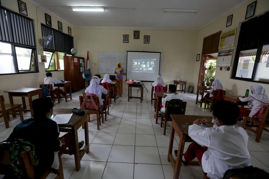Kegiatan Belajar Tatap Muka dan Online Secara Bersamaan-4