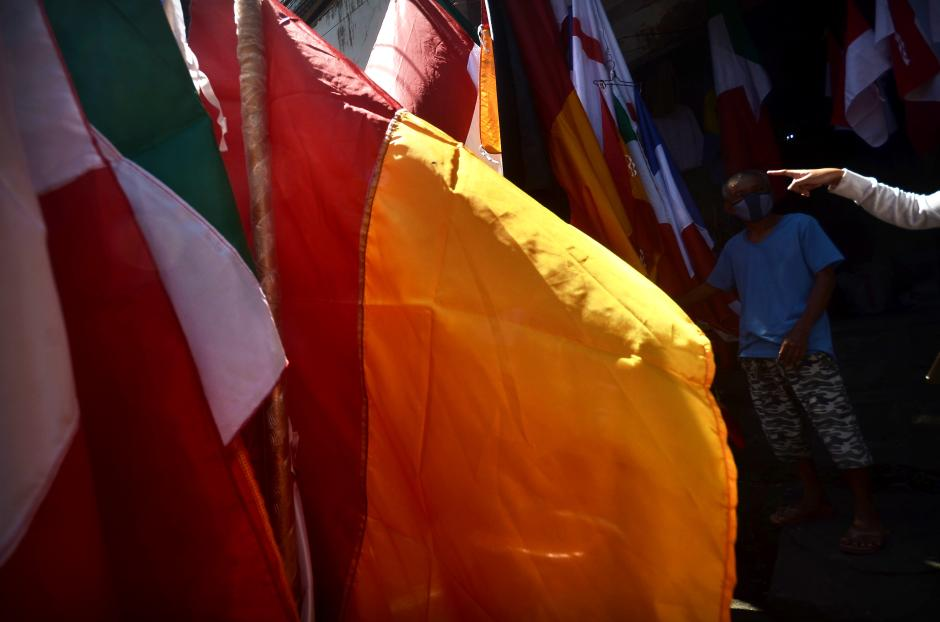 Jelang Piala Eropa 2020, Penjual Bendera Negara Menjamur-1