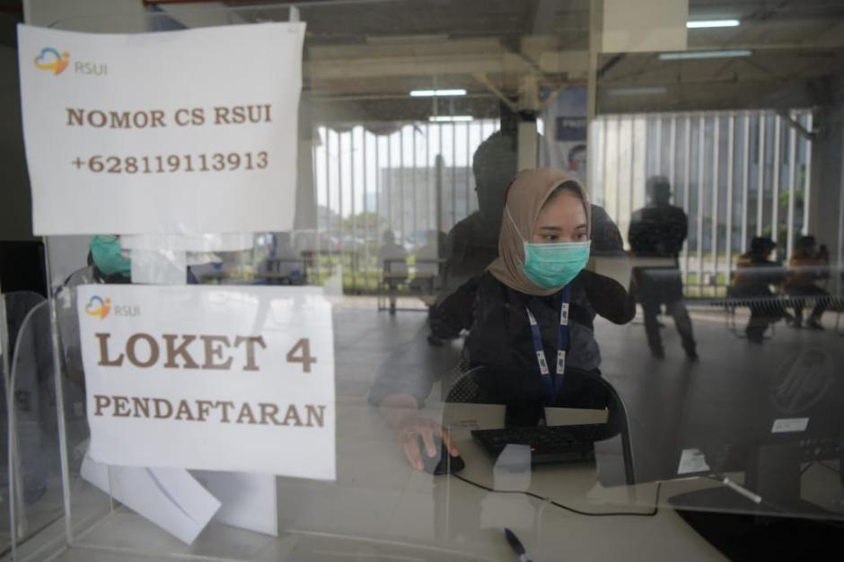 Ridwan Kamil Dampingi Jokowi Tinjau Vaksin Massal di Depok-2