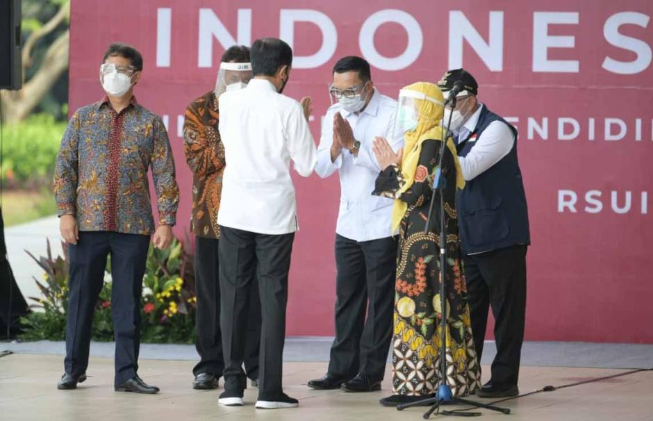 Ridwan Kamil Dampingi Jokowi Tinjau Vaksin Massal di Depok-0