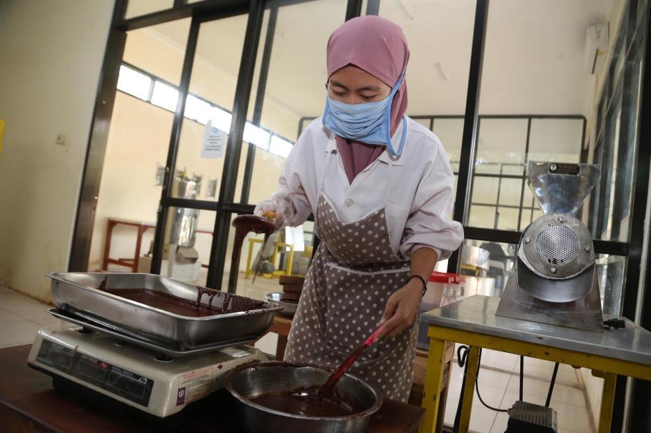 Melihat Proses Produksi Coklat di Doesoen Kakao-1