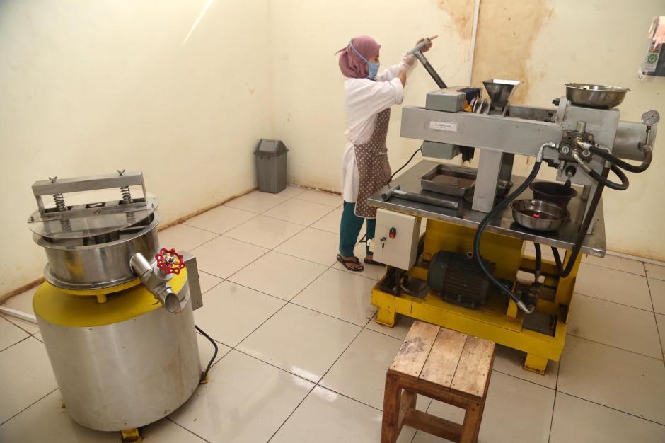 Melihat Proses Produksi Coklat di Doesoen Kakao-4