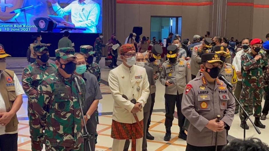 Panglima TNI Tinjau Serbuan Vaksinasi di Kota Bandung-1