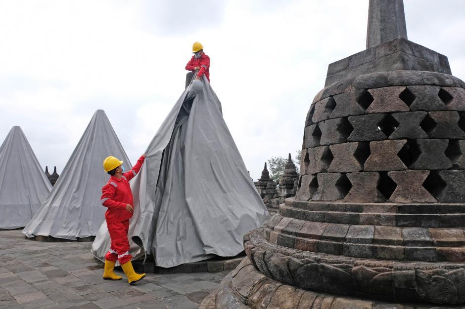 Gunung Merapi Berhenti Erupsi, Penutup Stupa Candi Borobudur Kembali Dibuka-1