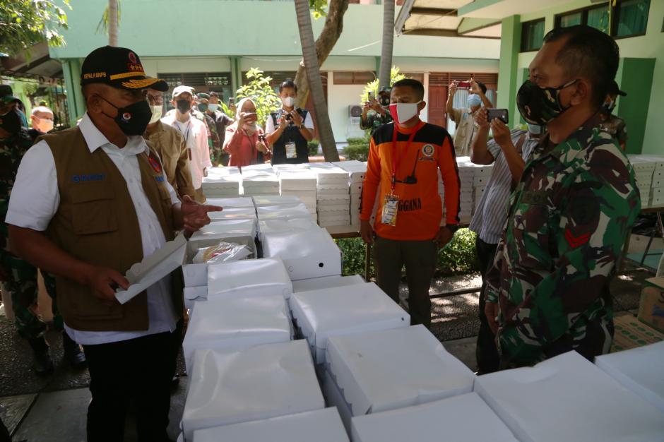 Kepala BNPB Cek Karantina Pekerja Migran di Asrama Haji Surabaya-3