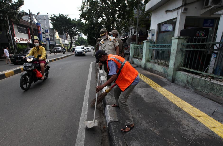 Cegah Penyebaran Covid-19, Satpol PP Razia Protokol Kesehatan di Jakarta-0