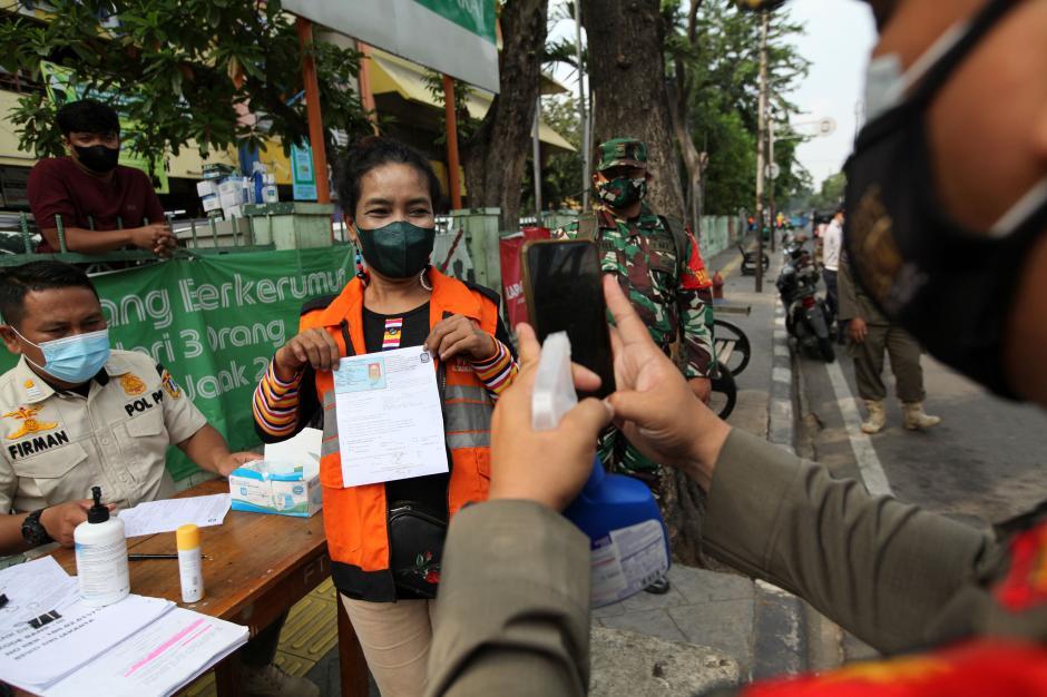 Cegah Penyebaran Covid-19, Satpol PP Razia Protokol Kesehatan di Jakarta-3