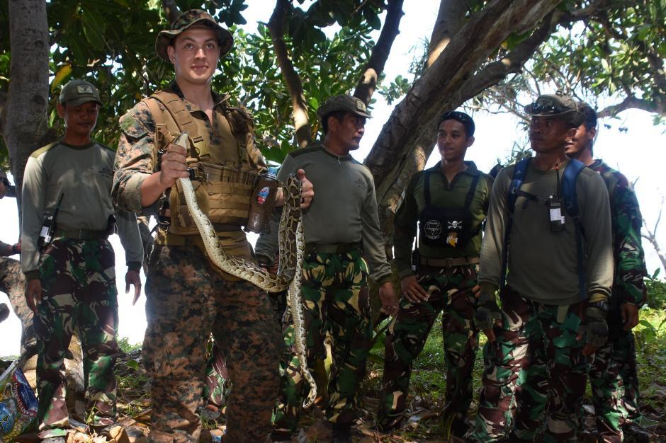 Makan Hewan Buas dan Tanaman, Begini Cara Marinir Indonesia dan Amerika Bertahan Hidup di Hutan-0