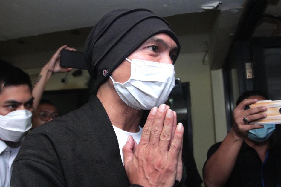 Usai Ditangkap, Begini Tampang Anji Saat Jalani Pemeriksaan Kesehatan di Polres Metro Jakarta Barat-5