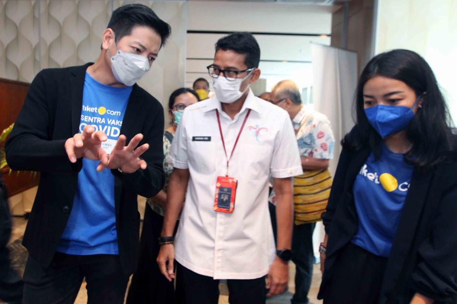 Menparekraf Sandiaga Uno Resmikan Sentra Vaksinasi Covid-19-0
