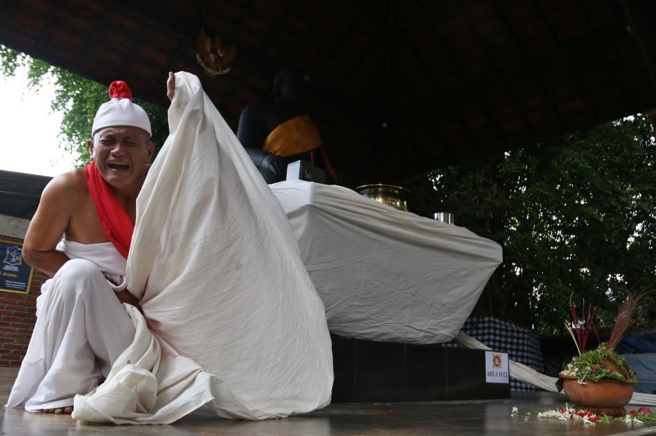 Hadapi Jalan Buntu, Besut Mengadu Pada Patung Joko Dolog-3