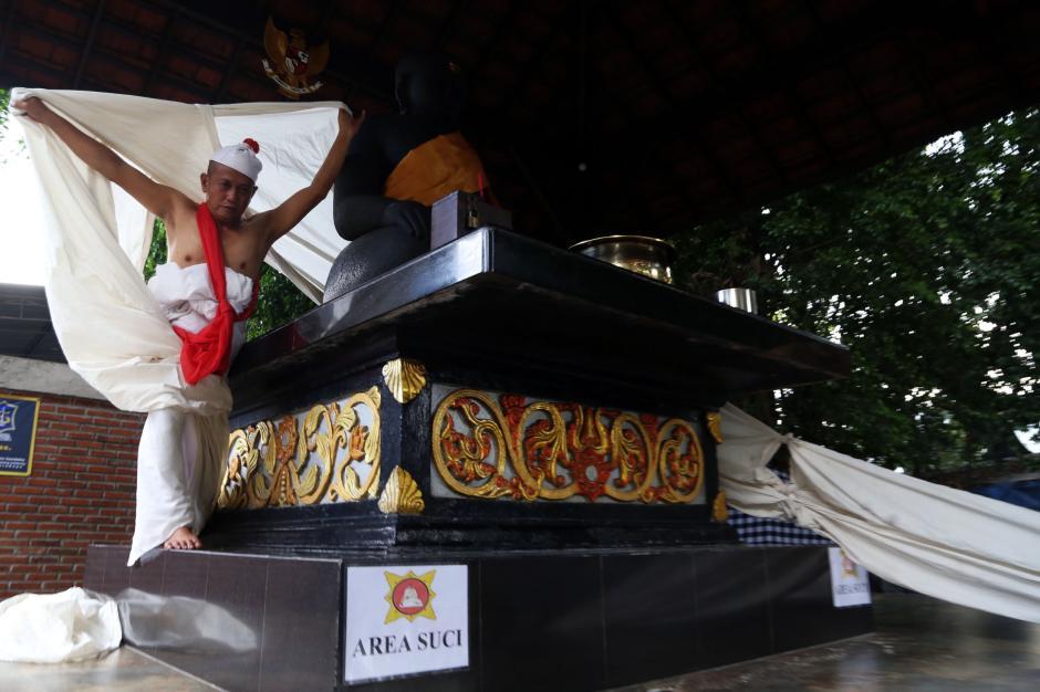 Hadapi Jalan Buntu, Besut Mengadu Pada Patung Joko Dolog-4