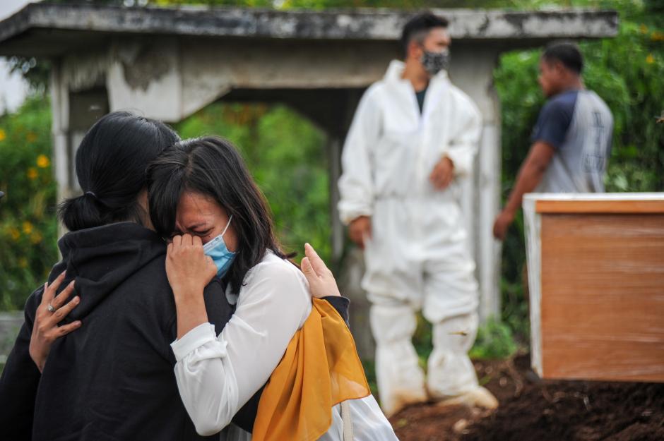 Kubur 30 Jenazah Covid Sehari, Begini Potret Kelelahan Petugas Pemakaman di TPU Cikadut-2