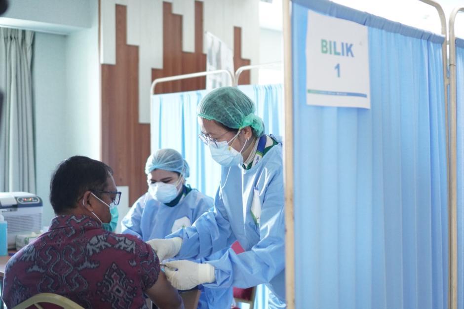 RS MMC Gelar Vaksinasi Gotong Royong Bagi Ribuan Karyawan Perusahaan-4