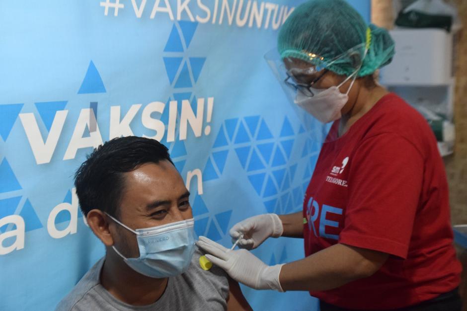 Ratusan Pelaku UMKM Ikuti Vaksinasi di RS Telogorejo Semarang-1