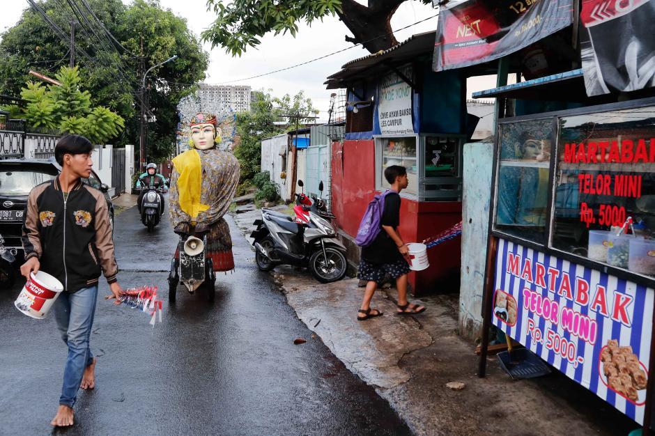 Geliat Pengamen Ondel-ondel Bertahan Hidup di Jakarta-3