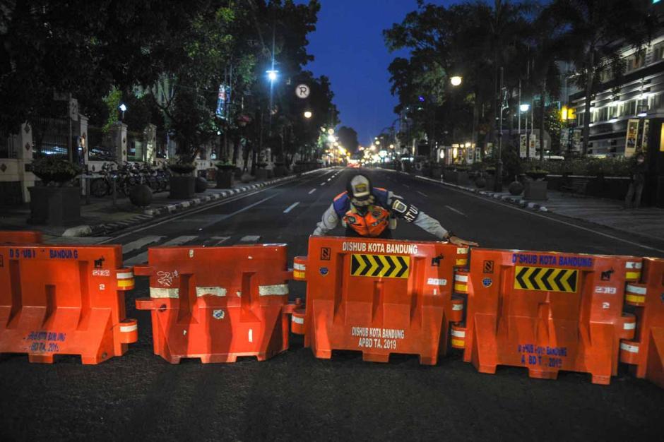 Tekan Penyebaran Covid-19, Ruas Jalan Protokol di Bandung Tutup 14 Hari-1
