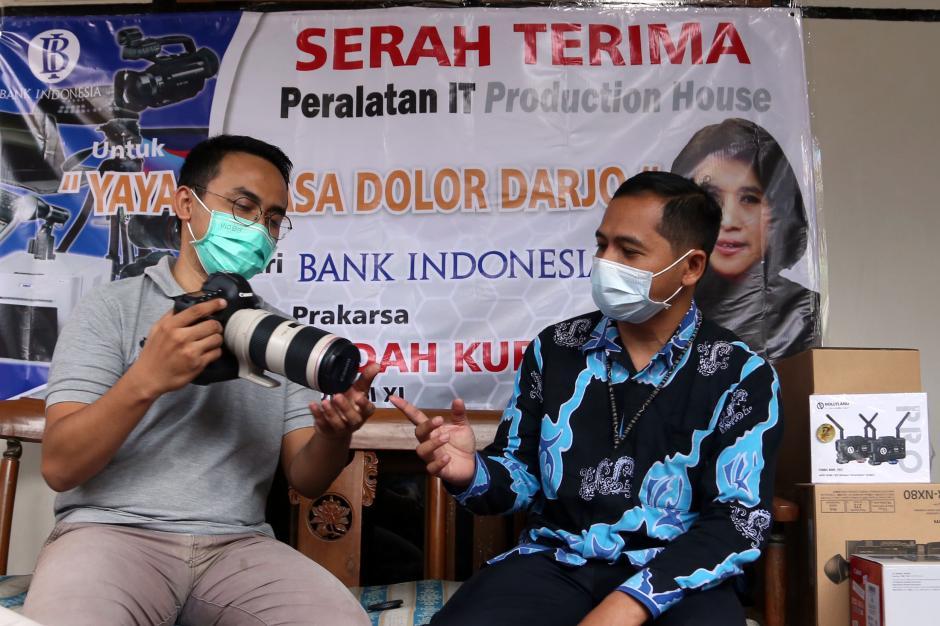 BI Jatim dan Rumah Aspirasi Indah Kurnia Serahkan Bantuan Multimedia untuk Dolor Darjo-4