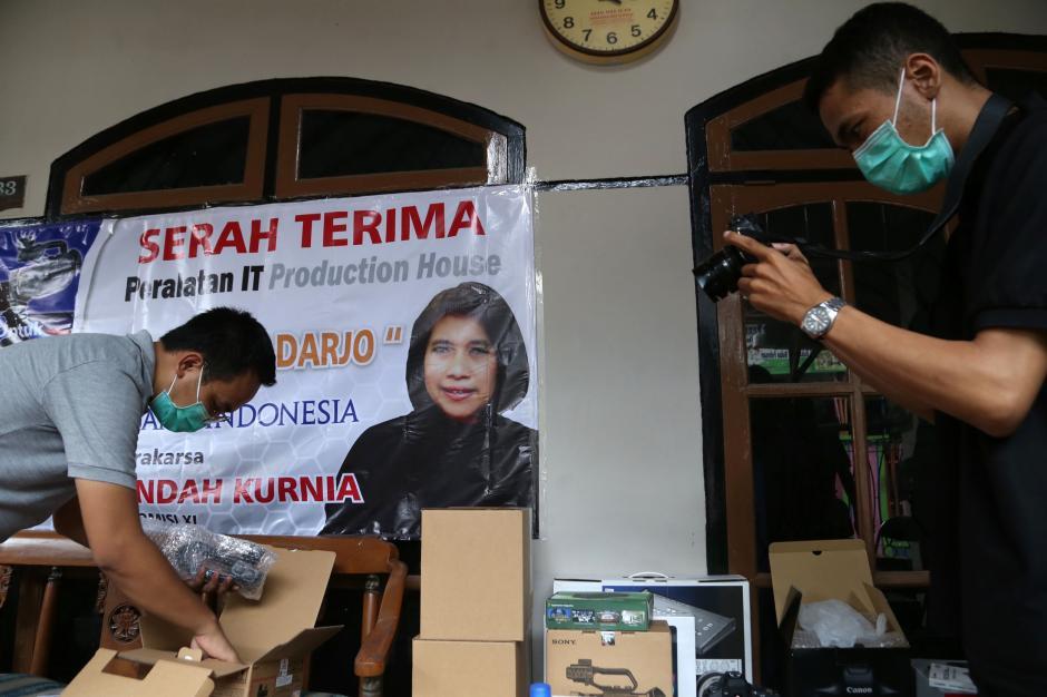 BI Jatim dan Rumah Aspirasi Indah Kurnia Serahkan Bantuan Multimedia untuk Dolor Darjo-3