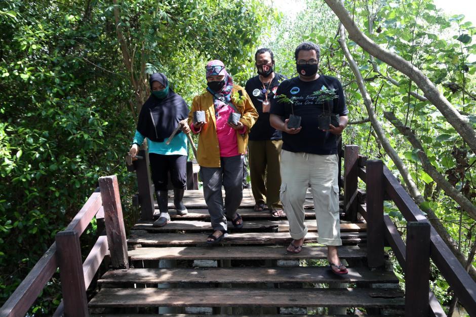 Komunitas Pecinta Alam Tanam Pohon Sapu Tangan-3