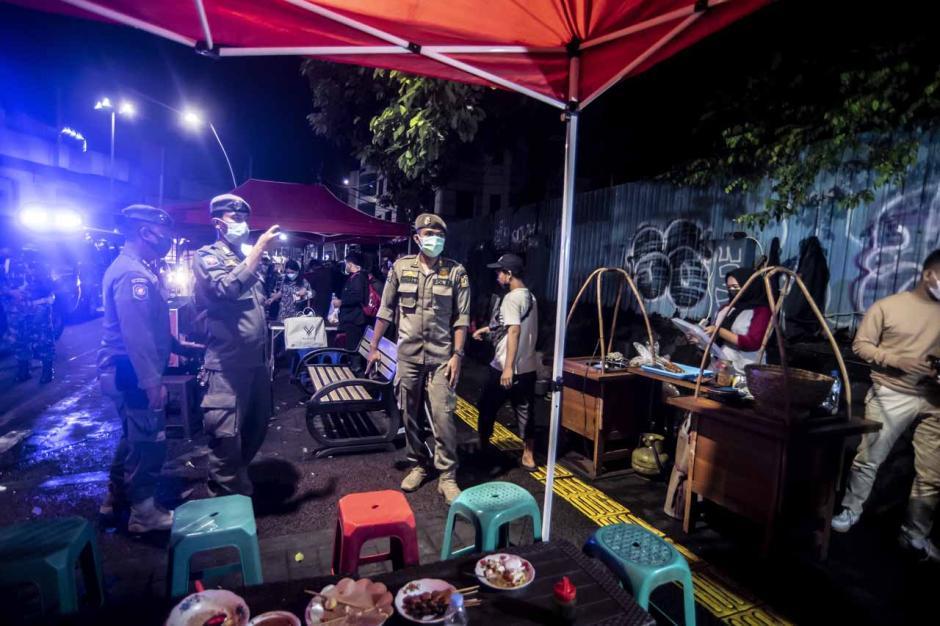 Pembatasan Mobilitas Warga di Jakarta-5