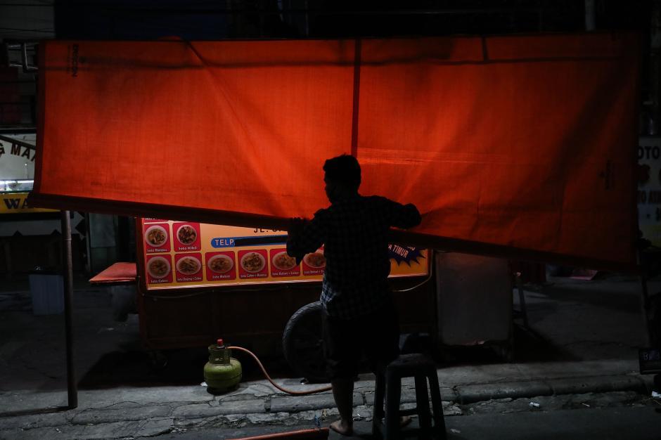 Pembatasan Kegiatan Masyarakat, Pedagang di Kawasan Sabang Tutup Lebih Awal-4