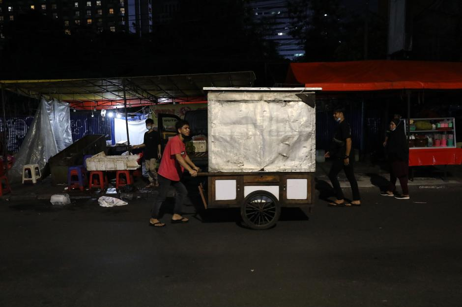 Pembatasan Kegiatan Masyarakat, Pedagang di Kawasan Sabang Tutup Lebih Awal-2