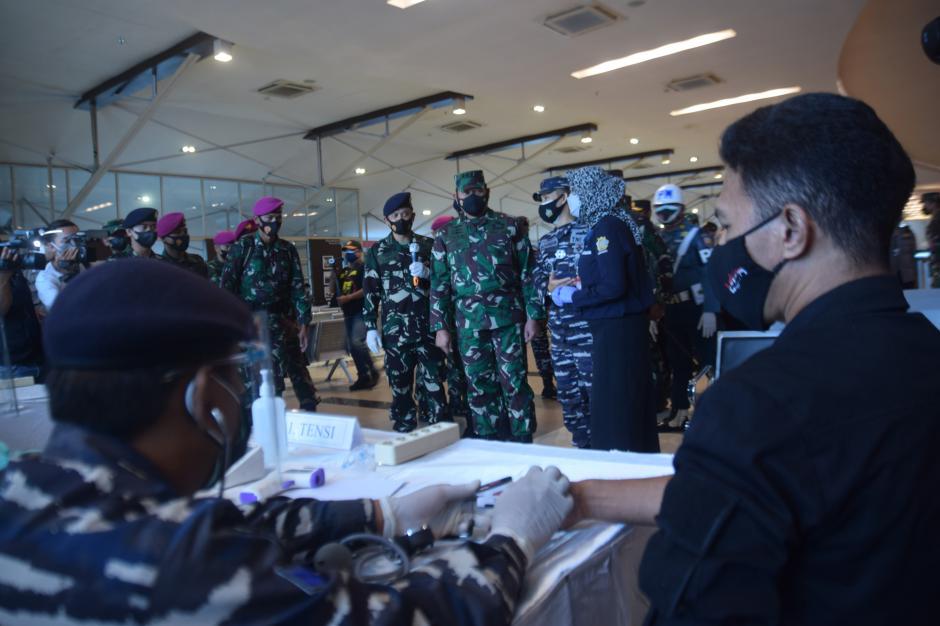KSAL Tinjau Vaksinasi di Pelabuhan Tanjung Emas Semarang-0