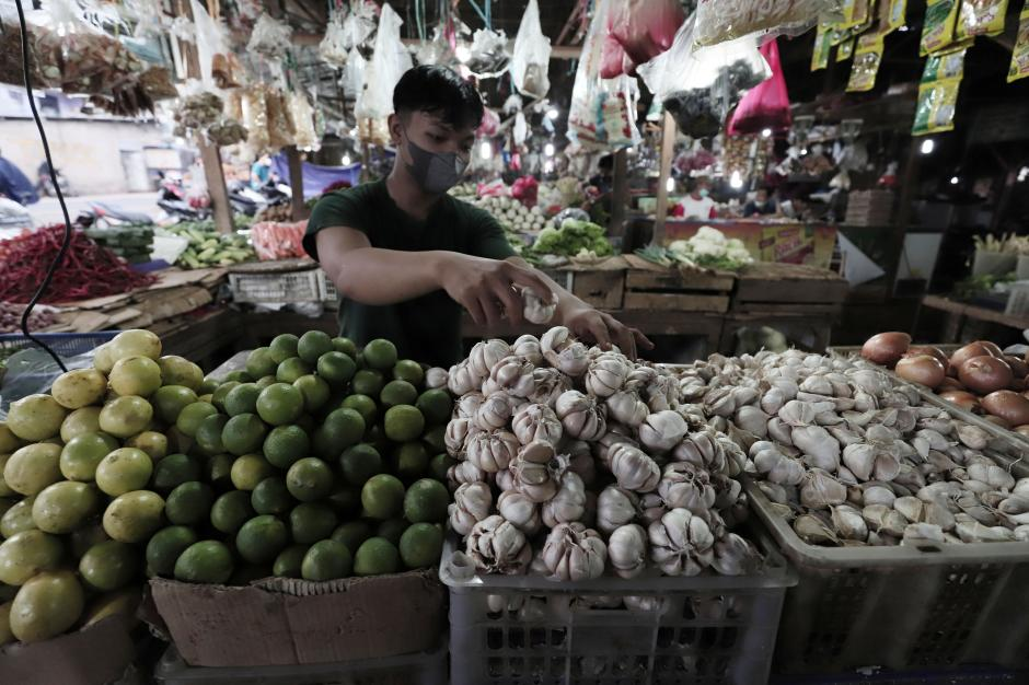 PPKM Mikro Diperketat, Pedagang Harap Pemda Tak Tutup Pasar Tradisional-0