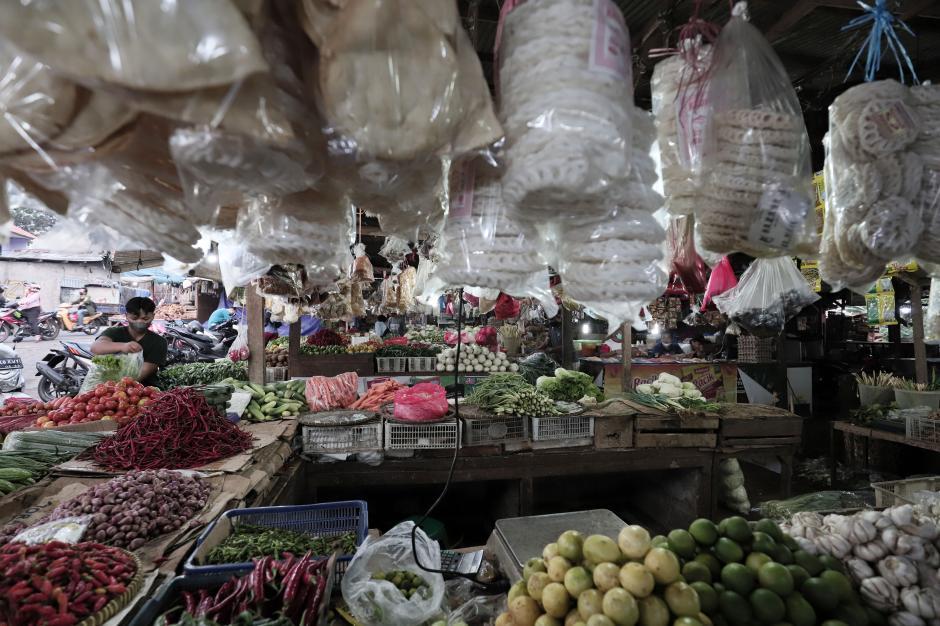 PPKM Mikro Diperketat, Pedagang Harap Pemda Tak Tutup Pasar Tradisional-1