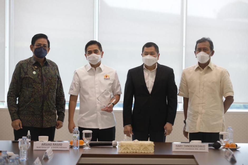 Waketum Kadin Indonesia Arsjad Rasjid Silaurahmi dengan Hary Tanoesoedibjo-1