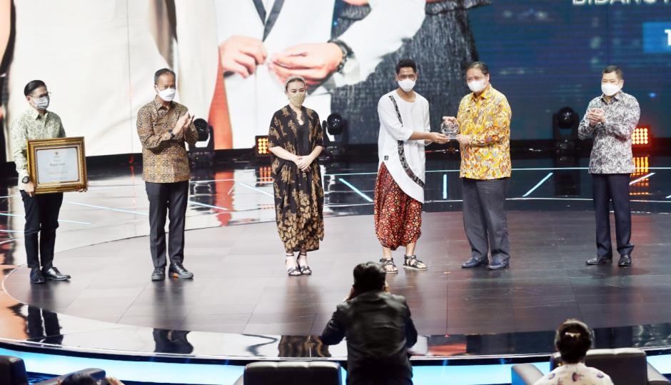 Sinetron Ikatan Cinta Raih Penghargaan dari Menko Perekonomian Airlangga Hartarto-1