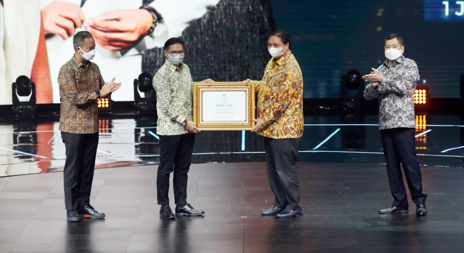 Sinetron Ikatan Cinta Raih Penghargaan dari Menko Perekonomian Airlangga Hartarto-2