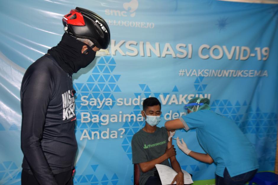 Ganjar Pranowo Tinjau Vaksinasi Gotong Royong di RS Telogorejo Semarang-4