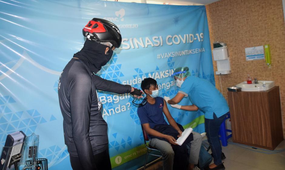 Ganjar Pranowo Tinjau Vaksinasi Gotong Royong di RS Telogorejo Semarang-0