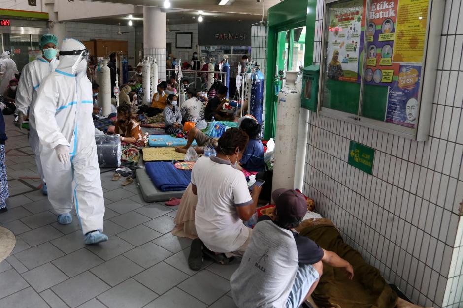 Over Kapasitas, Begini Suasana Antrean Pasien di IGD RSUD Dr. Soetomo Surabaya-7