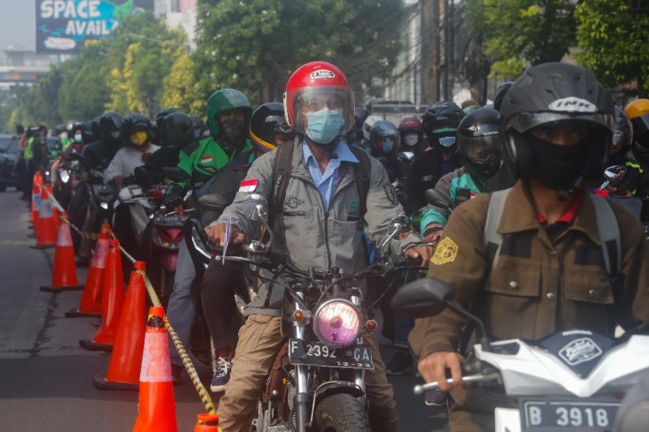Kemacetan Panjang Akibat Penyekatan di Pos PPKM Darurat Underpass Mampang-2