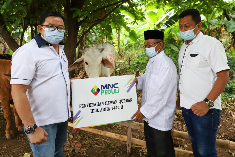 MNC Peduli Salurkan Hewan Kurban di Empat Titik Kawasan Kebon Jeruk-3