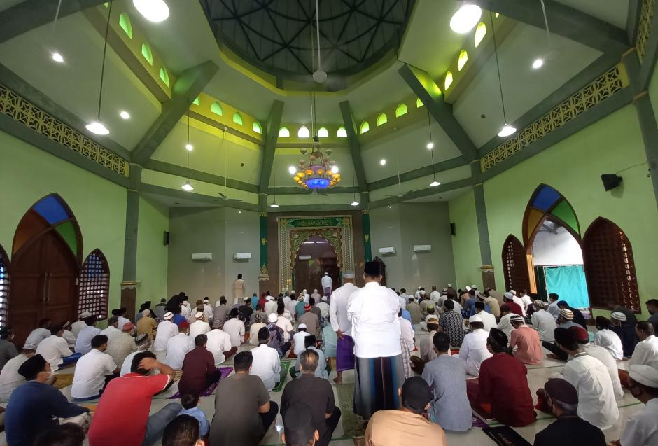 Warga Kuningan Semarang Gelar Sholat Idul Adha dengan Prokes di Tengah PPKM Darurat-0