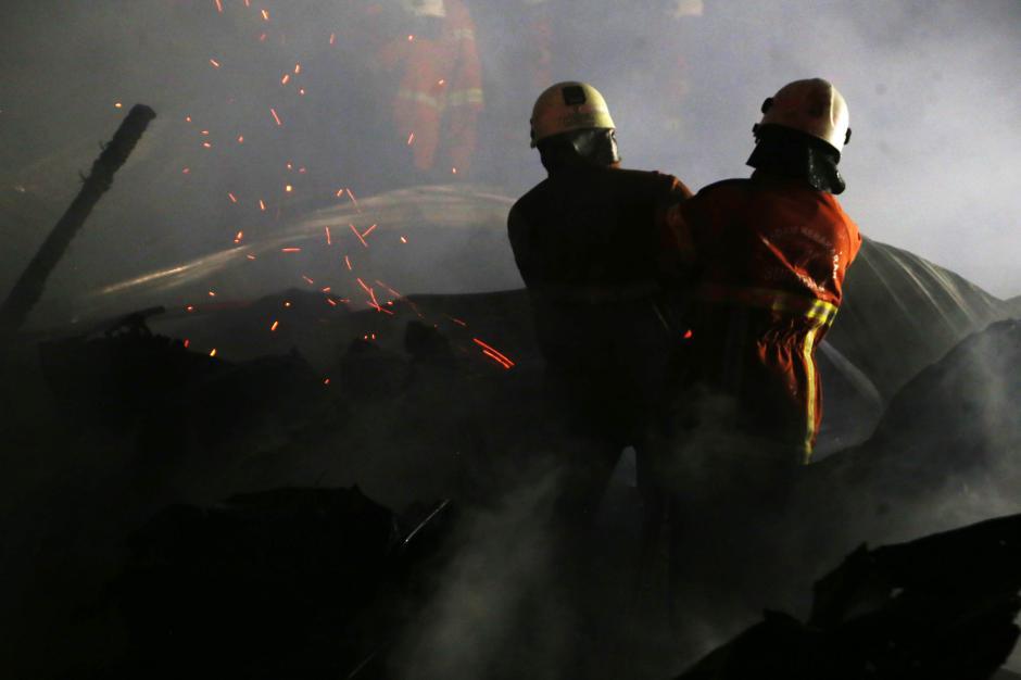 Rumah Petak Semi Permanen di Surabaya Hangus Terbakar-3