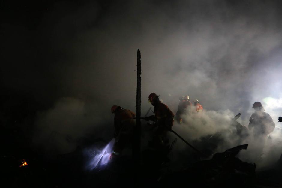Rumah Petak Semi Permanen di Surabaya Hangus Terbakar-2