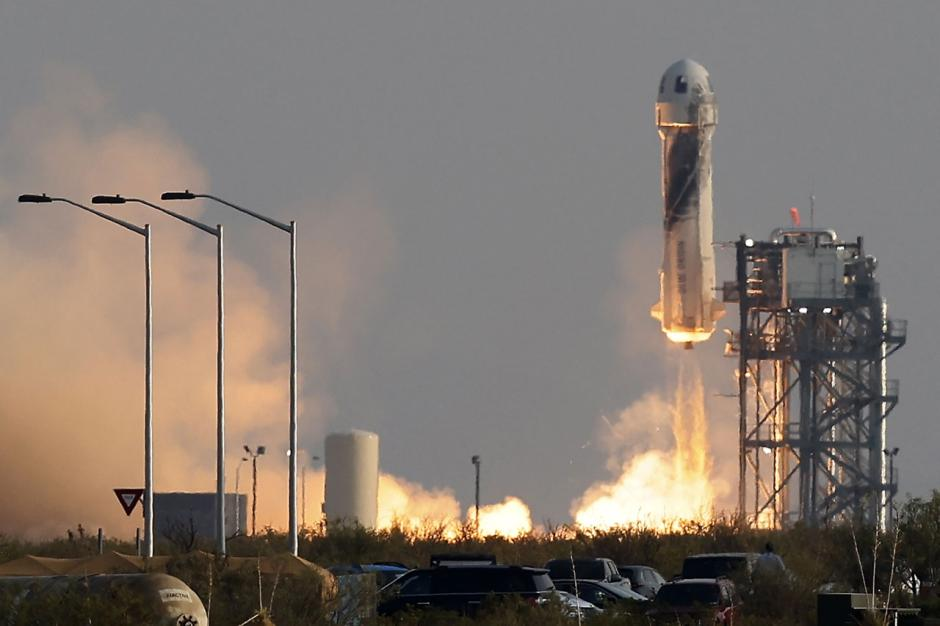 Wisata Luar Angkasa Pertama Jeff Bezos bersama Blue Origin-3
